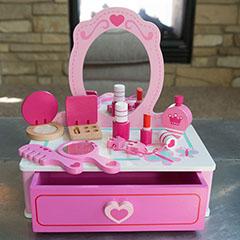 Pretend & Play Makeup Station