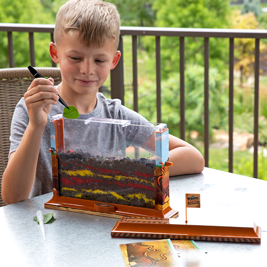 Discover the secret underground lives of worms! A transparent case, scenery stickers, privacy sliders, a pipette, tweezers, sand, and more - Everything you need to create the perfect worm habitat is included in this kit. Just add worms and dirt!